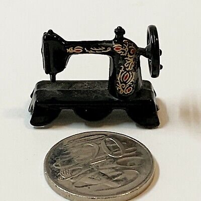 Miniature Enameled Die Cast Metal 1:12 Scale Antique Style Sewing Machine, 4x3cm
