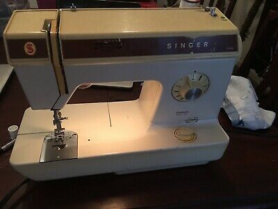 Vintage Singer 935 Sewing Machine with  Foot Pedal  working