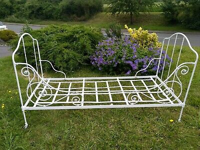 Vintage French Iron Daybed / couch