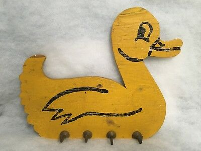 Vtg Primitive Wooden Painted DUCK Towel Potholder Clothes Kitchen Bath Bedroom
