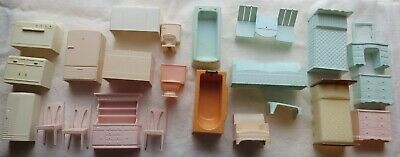 Lot of 23 -Superior Dollhouse Furniture Sofa Chairs Bath Kitchen Beds Dressers+