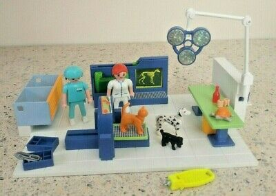 Playmobil 4346 Vet Operating Room  - Nearly Complete Set -  Animals Vets