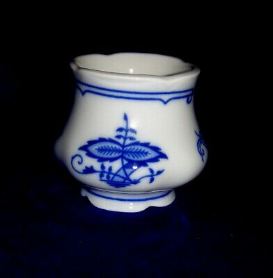 Egg cup Small, Blue Onion, Bone China Porcelain, Leander