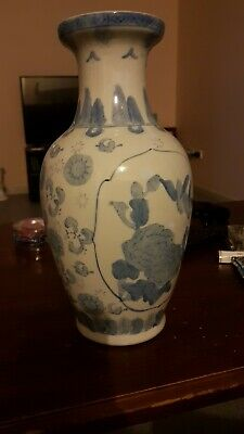 Vase,Chinese Exquisite Blue and white porcelain vase height 30.7cm