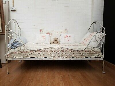 DELIGHTFUL ANTIQUE FRENCH IRON DAY BED - c1900