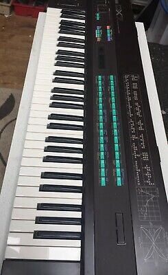 YAMAHA DX7 1980's Classic FM Synth + Flight Case