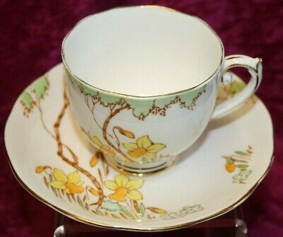 Rare 1930's Roslyn Springtime Daffodil Hand  Painted Tea Cup & Saucer.