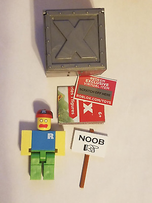 ROBLOX SERIES 1 Classic Noob action Figure mystery box + Virtual Item Code  2 5