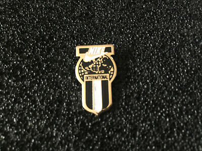 pin's NIKE INTERNATIONAL marque de sport
