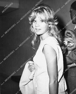 1337-002 candid Hayley Mills at some event 1337-02