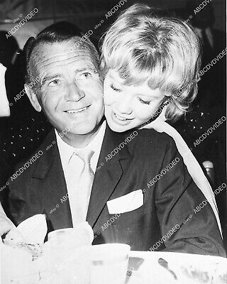 1337-003 candid Hayley Mills and dad John Mills at a dinner 1337-03