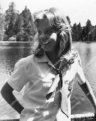 1337-009 candid Hayley Mills out on the water 1337-09