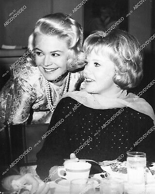 1337-004 great candid Sandra Dee and Hayley Mills 1337-04