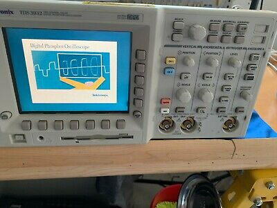 Tektronix TDS 3032 Digital Phosphor Oscilloscope