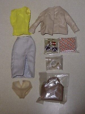 FR16 - Fashion royalty - Elsa Incognito - complete outfit - new & mint.