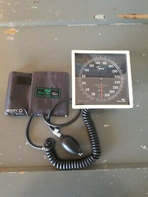 Welch Allyn Tycos CE0050 Sphygmomanometer w/ blood pressure cuff