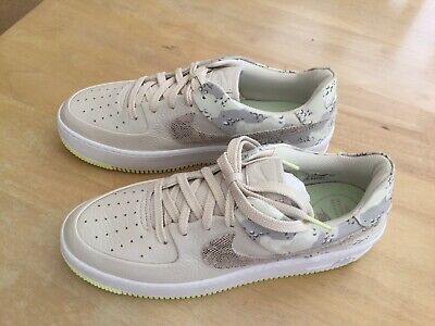 NIKE AIR FORCE 1 Ladies Size 8.5 Sage Low Premium Camo In