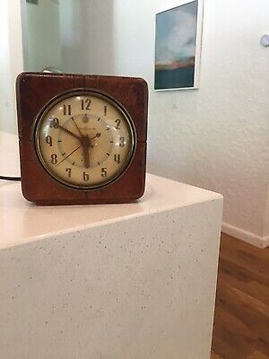 Wooden Vintage General Electric GE Alarm Clock 7H140 - Wood, Square - Working