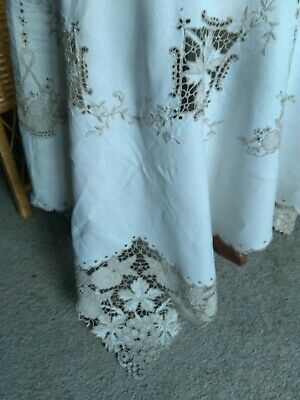 "Vintage Hand Embroidered leaves & fruit Madeira Lace linen Tablecloth 48"" square"
