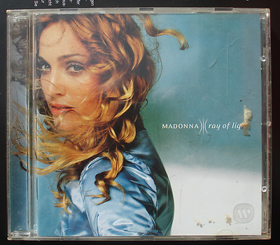 MADONNA---RAY OF LIGHT  -- CD sehr  gute Zustand