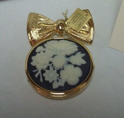 """Estee Lauder Solid Perfume Compact - 2005 """"Bow Pin Cameo"""""""