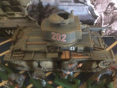 king and country german Tank. 11 Plastic Soldiers