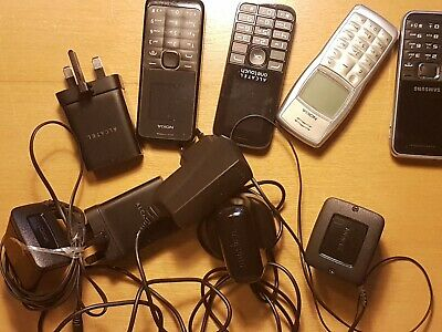 Bundle of old phones job lot. Untested. Original Cables and chargers included.
