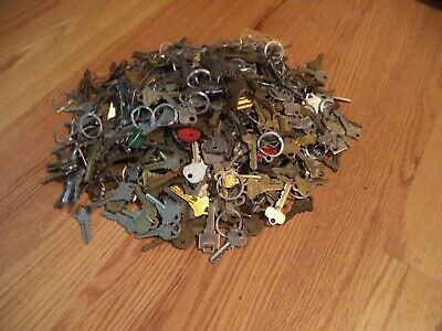 Lot of  Misc Keys 15 Pounds (LBS)  HOUSE - Some old - Arts Crafts Windchime