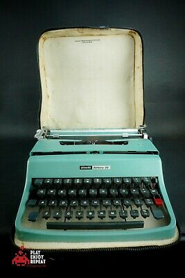 Vintage Olivetti Lettera 32 Portable Typewriter with Case Made in Italy FAST PP