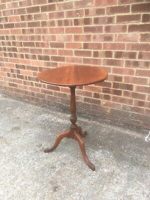 Georgian Tilt Top Side/ Wine Table In Good  Antique Working condition