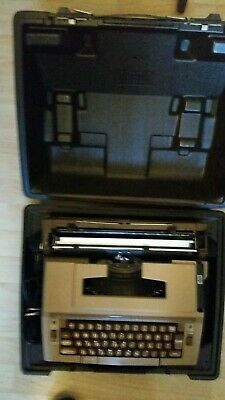 SMITH-CORONA 3L ELECTRIC TYPEWRITER and Hard Carrying Case - Works, Tested, Good