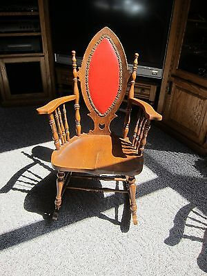 For Sale A Vintage 1910 Rocking Chair In Great Condition Antique Furniture