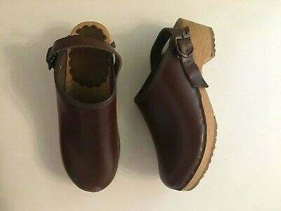 Girls Hanna Andersson brown clogs size 35  9-10 yr  US size 2.5