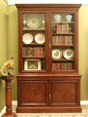 FINE QUALITY ANTIQUE MAHOGANY 2 HEIGHT BOOKCASE DISPLAY CABINET. EARLY 20thC
