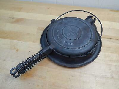 Vintage Antique Wagner Ware -O- Sidney 8 Cast Iron Waffle Iron Pan