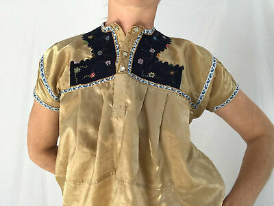 Hand-Embroidered Chamula Satin Blouse. Un