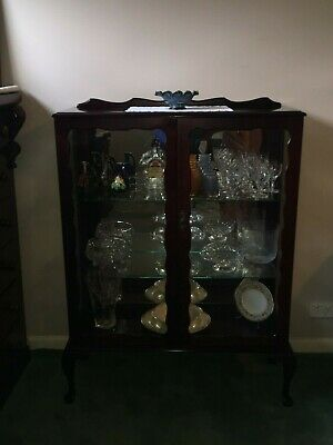 Antique Mahogany Queen Anne Crystal Display Cabinet!