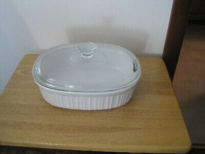 Corning Ware French White Stoneware. 2.5Qt Casserole Dish With Clear Glass Lid