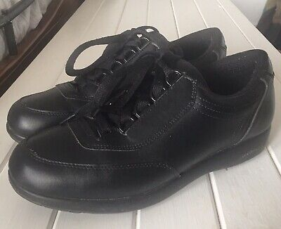 Hush Puppies 8 Leather Classic Walker  Body Shoe