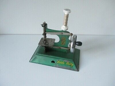 Toy Child's sewing machine Little Betty All metal Green