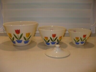 3 Vintage Fire King 1940`s Ivory Tulip Glass Nesting Mixing Bowl set with 1 lid