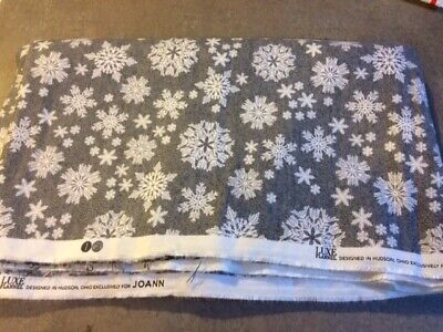 Red /& Green Dots w// White Snowflakes Christmas Quilting Fabric by Yard  #3077