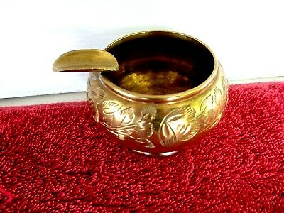 VINTAGE  BRASS  ASHTRAY   MADE IN INDIA   4cm. HIGH