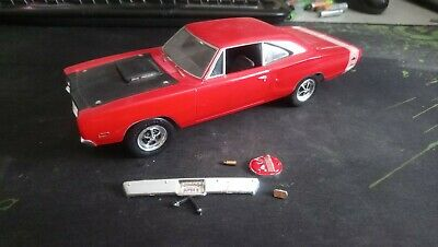 Maquette dodge super bee 1/25 AMT ou Revell