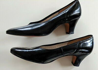 Vintage~Made in Australia~Black gloss CLASSIC LEATHER PUMPS/SHOES~ Footrest~8D