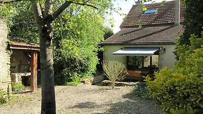 Holiday Home in rural Burgundy - ready to go; everything included except wine!