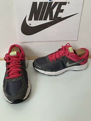 Nike Running Trainers Size UK 6 EU 40 in very good condition