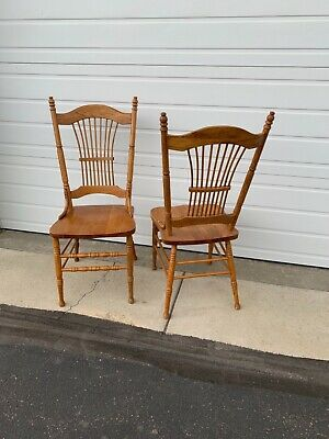 Beautiful Antique c1900 Set of 2 Oak Sheath-Back Side Dining Chairs.