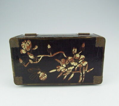 Chinese Antique Lacquer Wooden Jewelry Box with Flower Pattern