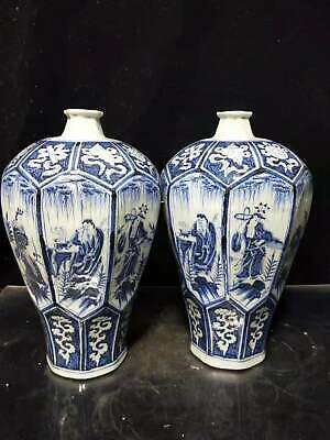 ancient China, a pair of large bottles of blue and white porcelain size 16-34cm